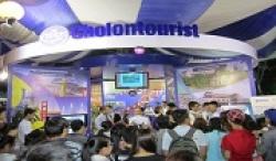 Du Khách Vui Cùng Game Show Tại Gian Hàng Của Cholontourist