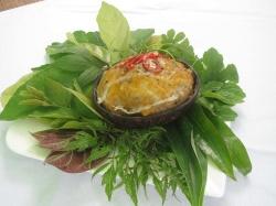 Thưởng thức mắm đùm hấp gáo dừa đặc sản miền Tây