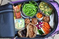 Để không đói bụng trong những chuyến bay dài
