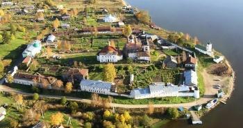 Nước Nga Êm Đềm Trên Dòng Volga
