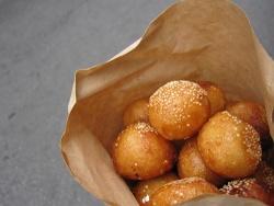 Quán bánh rán hơn 15 năm hút khác ở Hà Nội
