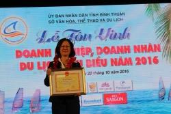 Cholontourist vinh dự nhận giải thưởng doanh nghiệp có nhiều đóng góp cho sự phát triển du lịch tỉnh Bình Thuận.