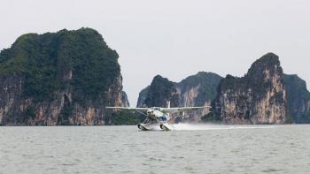 Du lịch Hạ Long, Bay ngắm cảnh