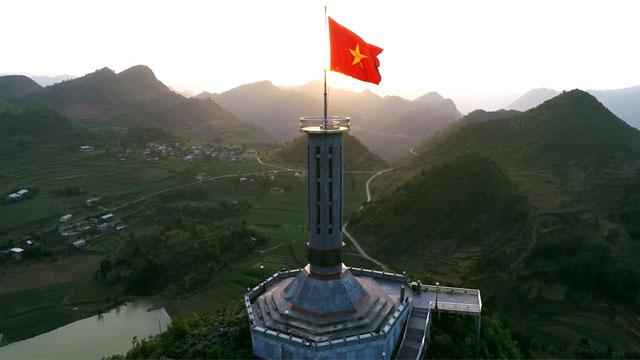 Cột cờ Lũng Cú - Nhật ký du lịch Hà Giang Cao Bằng Cholontourist