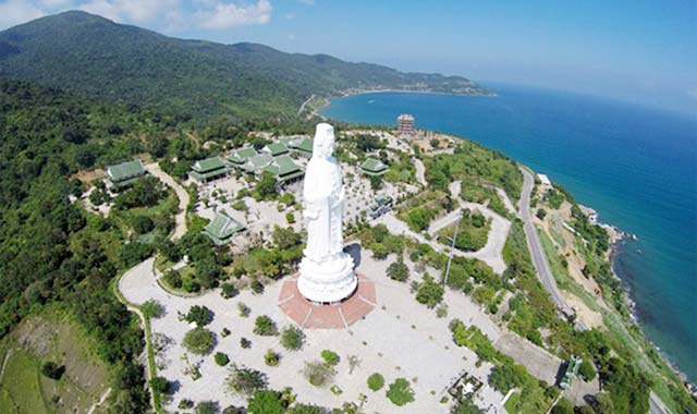 Chùa Linh Ứng bán đảo Sơn Trà Đà Nẵng nhìn từ trên không