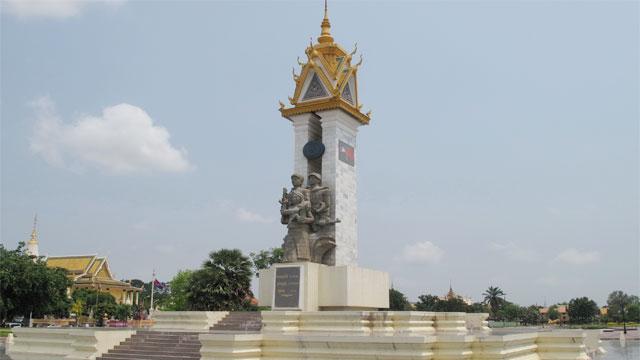 Đài tưởng niệm Việt Nam Campuchia - Tour du lịch Campuchia 4 ngày 3 đêm Cholontourist