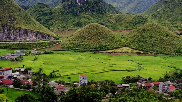 Núi Đôi Quản Bạ Hà Giang - Tour du lịch Đông Bắc 7 ngày 6 đêm Cholontourist