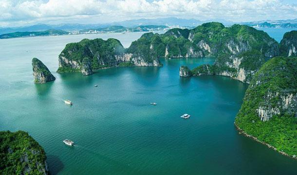 """Vịnh Hạ Long - Tour du lịch miền bắc 4 ngày 3 đêm ngắm """"Đảo đầu lâu"""" Kinhkong bằng thủy phi cơ"""