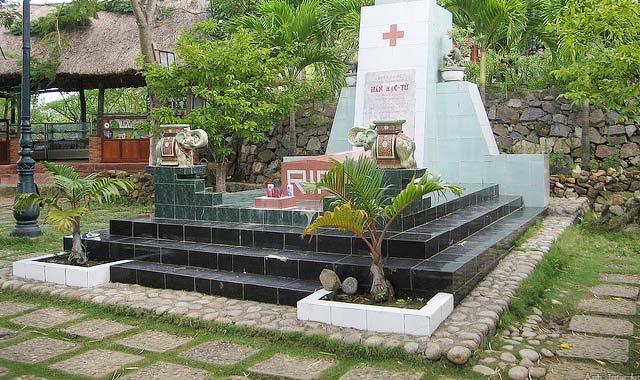 Đồi Thi Nhân viếng mộ Hàn Mặc Tử ở Quy Nhơn Bình Định - Tour du lịch Quy Nhơn Bình Đinh 3N2Đ