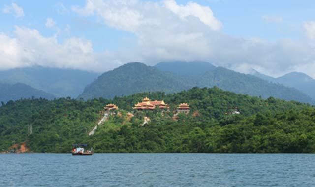 Thiền viện Trúc Lâm - Hồ Tuyền Lâm - Tour du lịch Nha Trang Đà Lạt 5 ngày 4 đêm Cholontourist